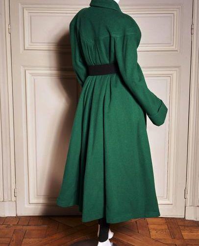THIERRY MUGLER Circa 1985 Loose coat in emerald green woollen material, snap but…