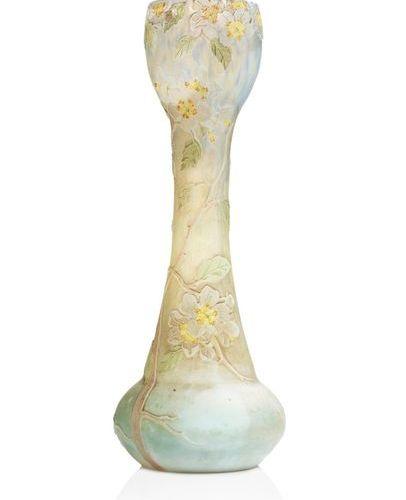 """François Théodore LEGRAS (1839 1916) """"Fleurs de pommiers"""" Vase en verre multicou…"""