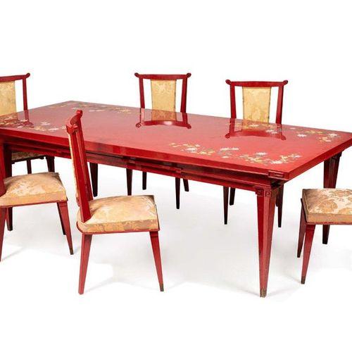 ATELIER DE THANH LE, XXe siècle Table de salle à manger et douze chaises Compren…
