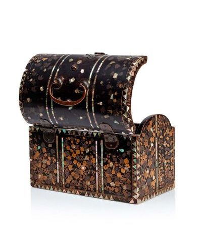 JAPON, période Momoyama Important lacquered wooden chest, Nanban Rectangular in …