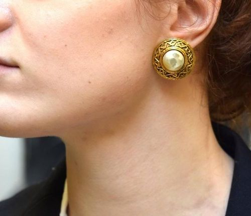 CHANEL Pair of gold plated metal earrings decorated with a bourgeois pearl  Sign…