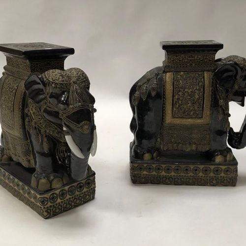 Pair of porcelain and terracotta stools depicting elephants H 55 cm India Xth ce…