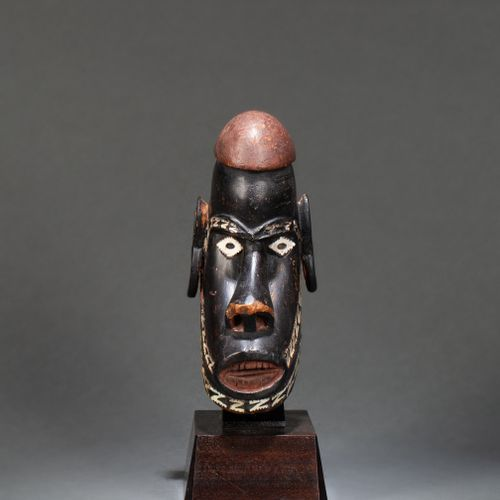 """() A former figurehead of the """"Musu Musu"""" war canoe, it is sculpted with a progn…"""