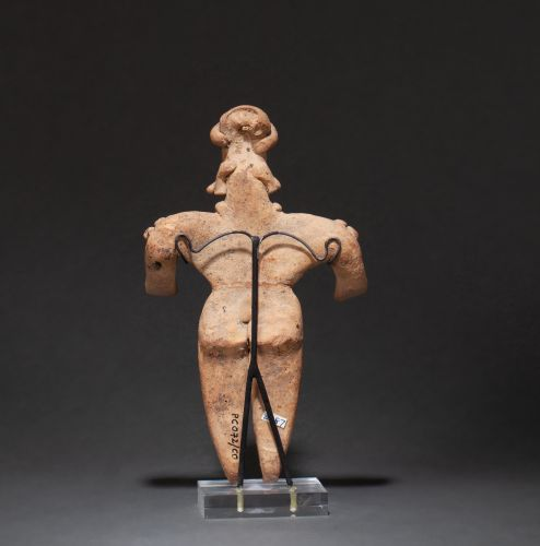 Grande statuette presenting a shaman in erection, he wears ornaments on his shou…