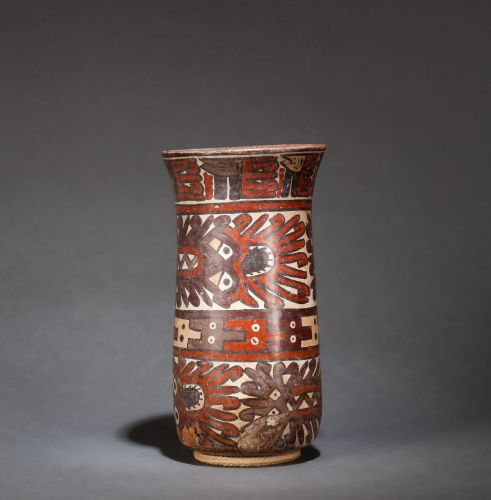Vase cylindrique with a flared neck, it presents on several registers a decorati…
