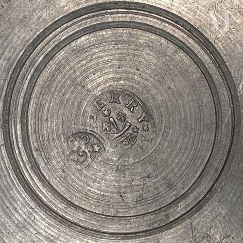 TOURS seconde moitié du XVIII ème siècle Pichet en étain à épaulement, pied et g…