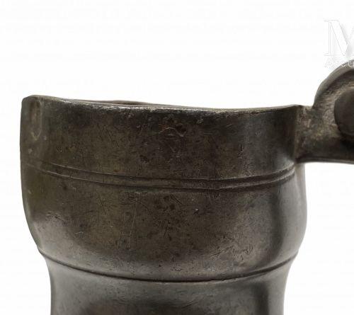 LYONNAIS ou AUVERGNE XVIIIème siècle Pichet tronconique à haut gobelet en quart …