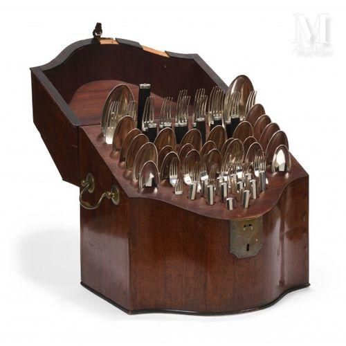 Ménagère en argent de 75 pièces composée de 12 couverts de table et leurs coutea…