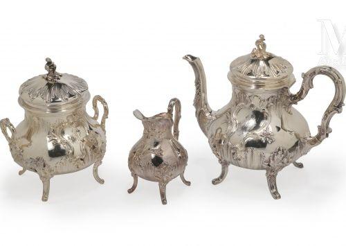 Service 3 pièces en argent, composé d'une théière, un sucrier couvert et un crém…