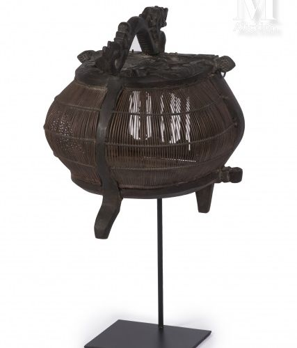 Cage à oiseaux En bambou et bois sculpté, gravé à décor d'un dragon et de feuill…