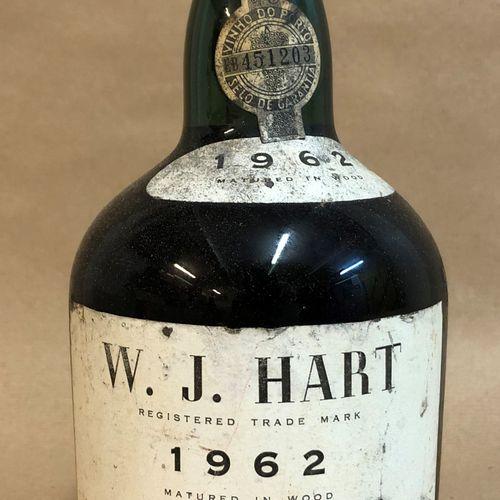 1 bouteille PORTO W. J. Hart 1962 (étiquette tachée, Très Légèrement Bas)