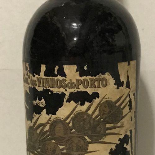1 bouteille PORTO très vieux, A. Ferreira (étiquette très abîmée, étiquette manu…
