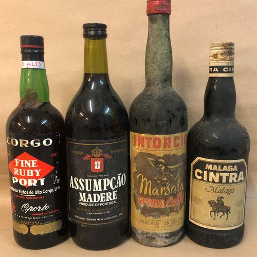 4 bouteilles DIVERS (1 Marsala Crema Caffè Intorcia, 1 Malaga Cintra, 1 Port Fin…