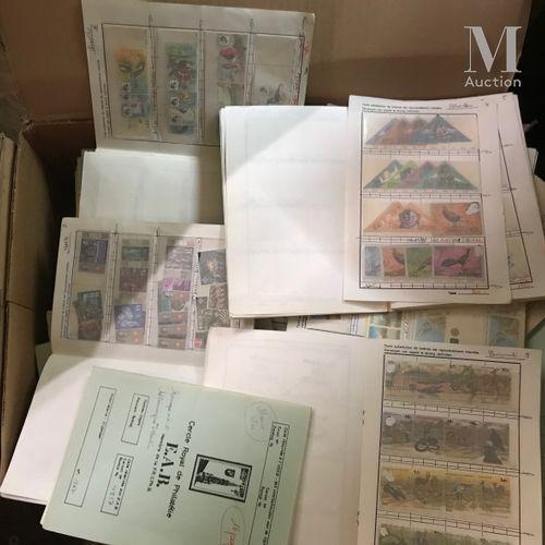 Un grand carton composé de carnets à choix (plusieurs centaines), séries thémati…