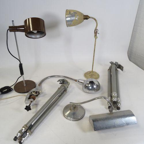 Lot de luminaires Comprend quatre lampes en métal et deux trépieds