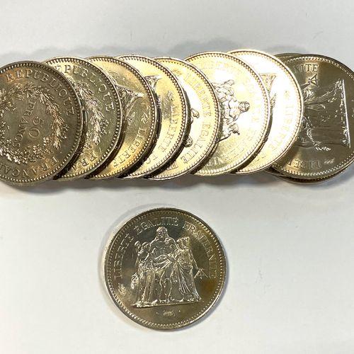 法国 第五共和国  11枚50法郎海格力斯硬币拍品  A : 自由与平等中心的大力士  R:由月桂树枝和橡树枝组成的皇冠  条件 : TTB  材质 : 银色