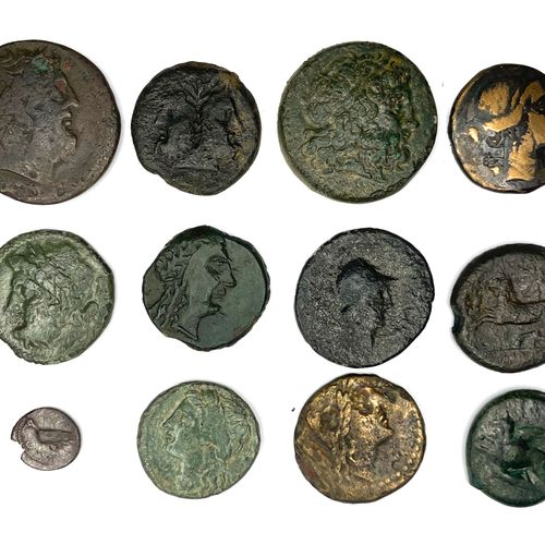 希腊 杂项  十二件杂项青铜器,包括一件托勒密二世的青铜器,正面是托勒密的右首,背面是一只鹰。  状态: B TB  材质:青铜  重量:0.62至17.28克