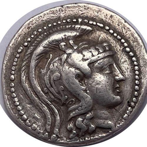 Athènes  Un tétradrachme Stéphanophore  A : Tête d'Athèna à droite, coiffée du c…