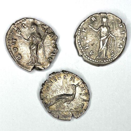Rome – Faustine Mère (138 140)  Lot de trois Deniers  A : Tête diadémée à droite…