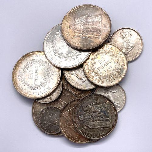 法国 杂项  一批重要的银币,包括:   四个50法郎的大力士   五个10法郎的大力士   一个5法郎的塞米斯   两张2法郎的Semeuse   两个1法郎…