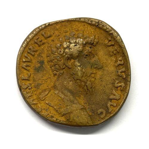 罗马 卢修斯 维鲁斯(161 169)  A Sesterce  A : 卢修斯 维鲁斯的右半身像  R : Lucius Verus和Marcus Aurel…