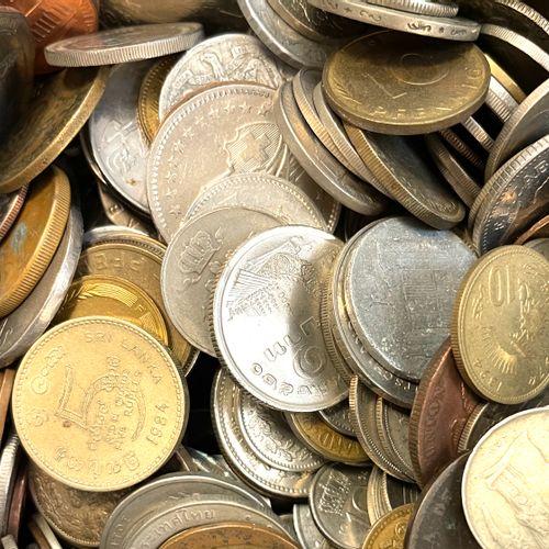 世界 杂项  一批重要的世界硬币,包括印度、瑞士和英国硬币...  状况 : 各种各样