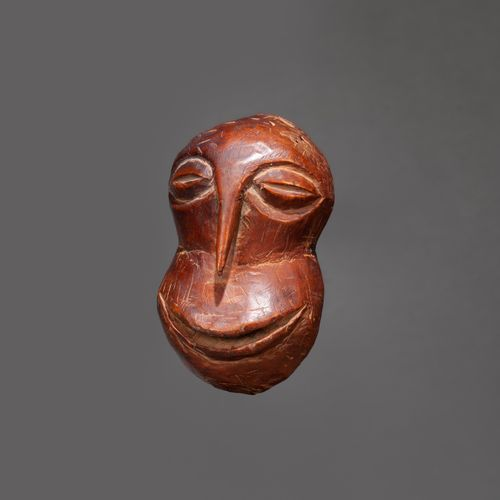 Masque Hemba Mask of rank presenting a face with a pointed nose evoking a bird's…