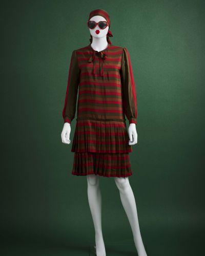 CARVEN HAUTE COUTURE circa 1980 Robe  en crêpe de soie imprimé rayé vert anglais…