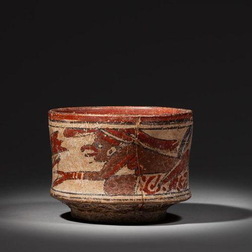 Vase peint sur les parois externes d'une divinité accroupie présentant une offra…