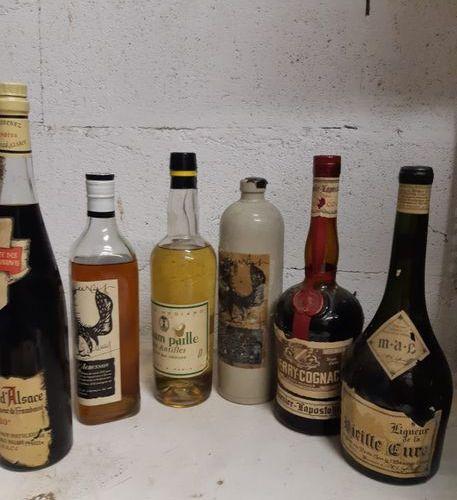 6 bouteilles LIQUEURS  (Aubusson, Vieille Cure, Framboise, Cherry Cognac, …