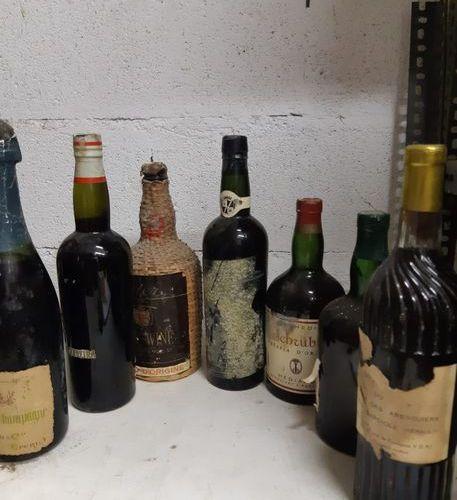 Ensemble de 7 bouteilles VINS MUTES  (porto, ratafia de champagne, Muscat,…