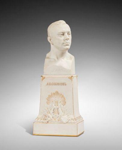 SEVRES SOUDBININE SERAPHIN (1867 1944)  Buste en biscuit du chanteur d'opéra Leo…