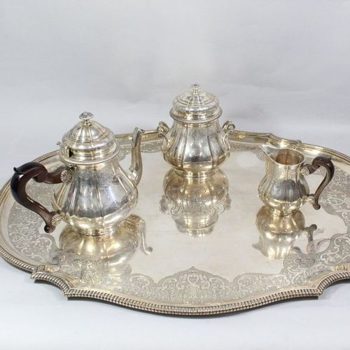 Silver tea service (950) in the form of a baluster, resting on a frame; decorate…