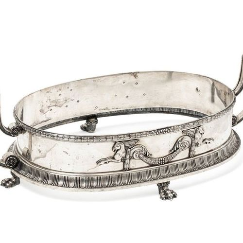 FABERGE FABERGÉ, Moscow, 1908 1917.  Beautiful silver planter of oval shape, res…