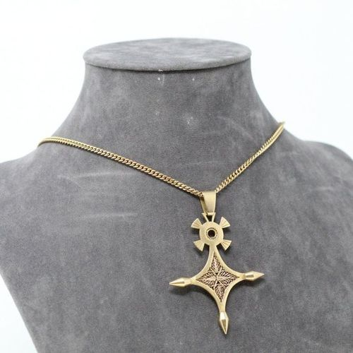 18k (750) yellow gold openworked cross and 18k (750) yellow gold chain with chai…