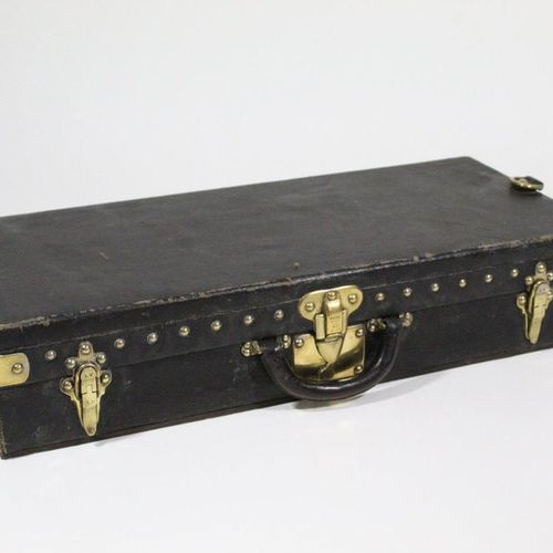 LOUIS VUITTON LOUIS VUITTON  Rigid case in black leather, signed gilded brass tr…