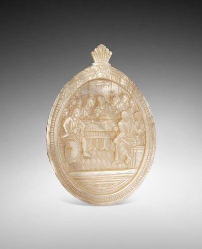 OVAL MOTHER OF PEARL MEDALLION CARVED IN BAS RELIEF REPRESENTING THE HEAVEN. 