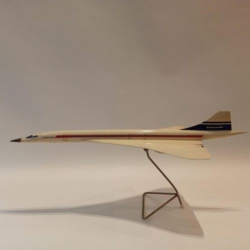 CONCORDE 1/100° scale counter model in resin on metal base, French manufacture. …