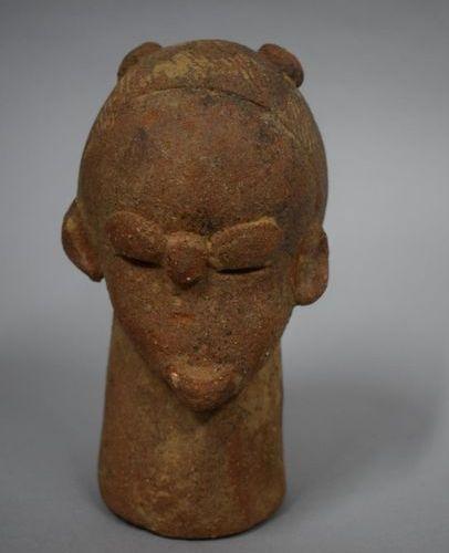 NIGERIA, Culture Katsina  Tête en terre cuite  H. : 15 cm