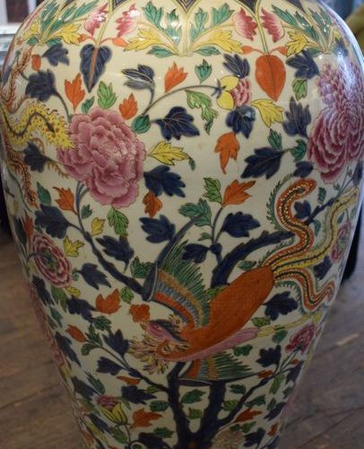 Large baluster shaped vase and its lid, with polychrome decoration of a blue und…