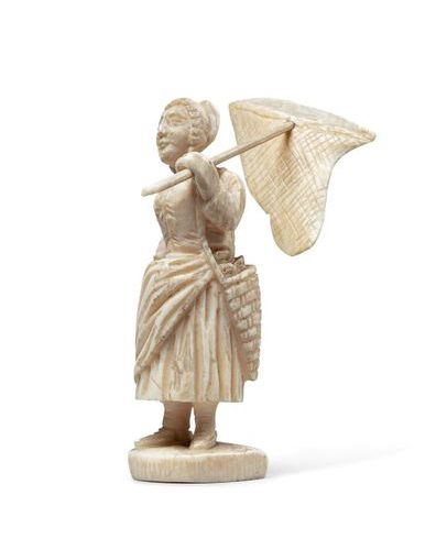 FISHING MACHINE WITH POLLETAISE FEET in ivory carved in the round. Standing, she…