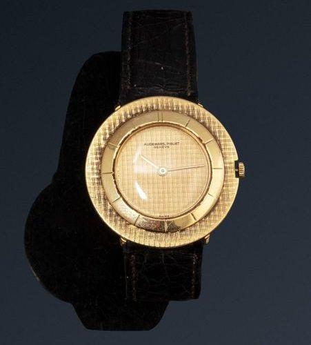 AUDEMARS PIGUET  AUDEMARS PIGUET  No. 34844  Bracelet watch in 18K gold (750). C…