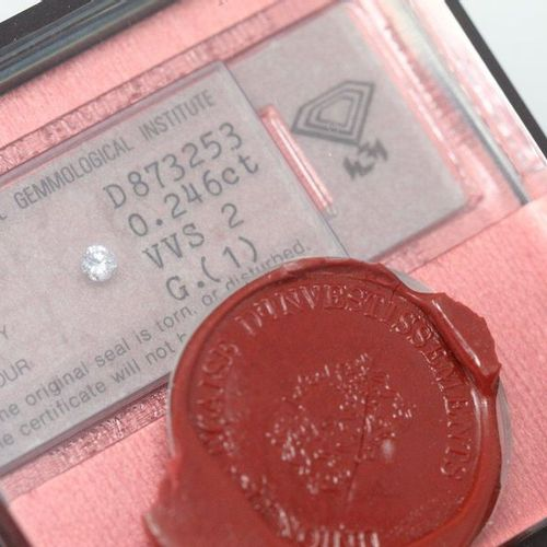 Diamond of 0.246 carats, VVS2, G. Under seal of the french investment union.