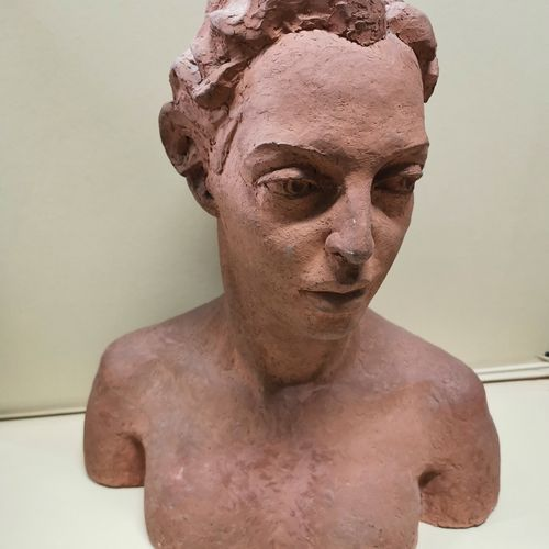 WEINBERG (XX)  Female bust in clay, signed on the back and dated 54  Ht.: 50 cm …