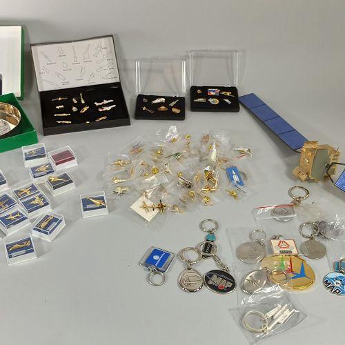 AEROSPATIALE  Important batch comprising:   a silver metal ashtray the bottom de…