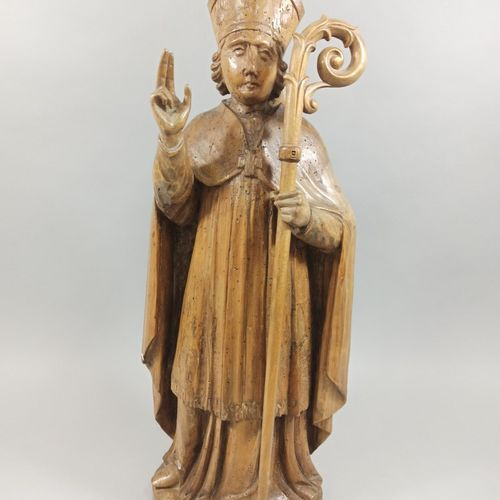 HOLY BISHOP in poplar carved in the round.  17th century  Height: 67 cm  (Cateri…