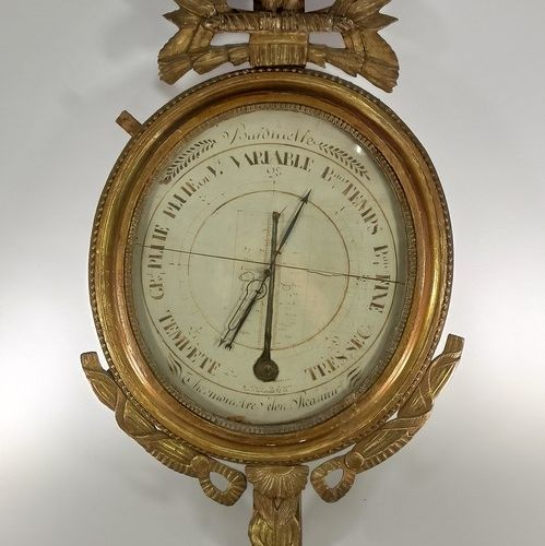 Barometer according to Réamur in carved and gilded wood, round in shape, topped …