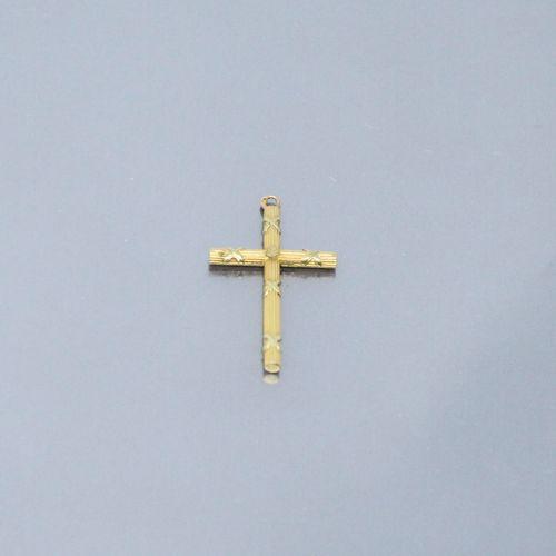18k (750) yellow gold cross.    Ht.: 3.20 cm Weight: 0.80 g.