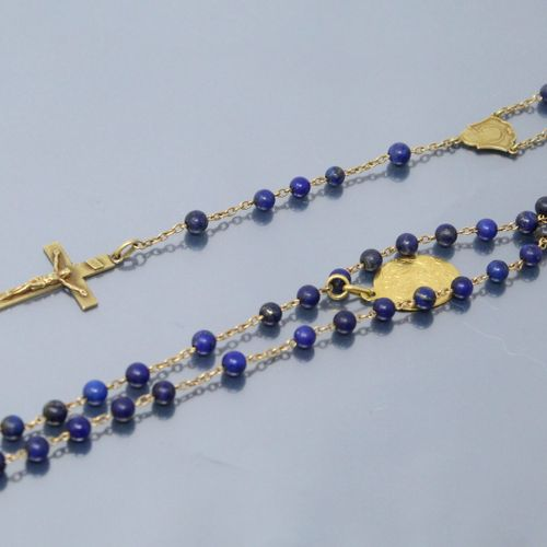 18k (750) yellow gold rosary and lapis balls.  Neck size : 58 cm. Gross weight :…