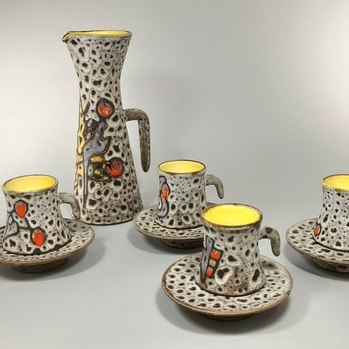 BESSONE in Vallauris Coffee service including a coffee maker, four cups and sauc…